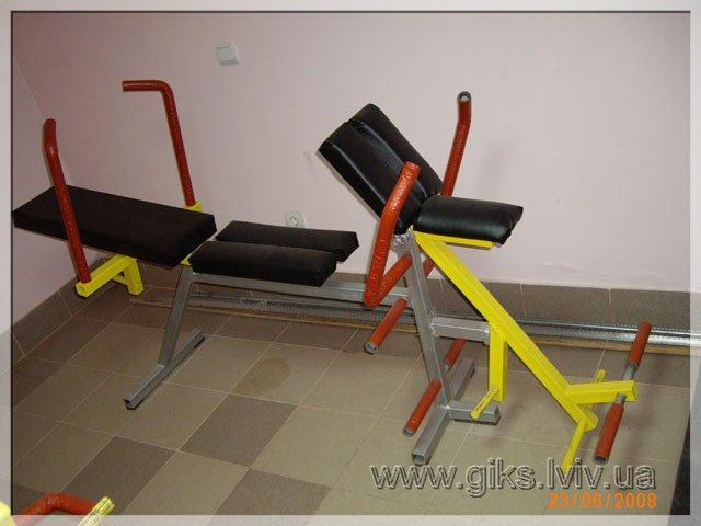 Тренажер для стимулювання м'язів живота